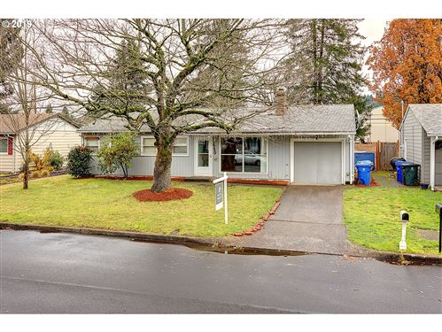 Photo of 2750 SE 176TH PL, Portland, OR 97236 (MLS # 19000076)