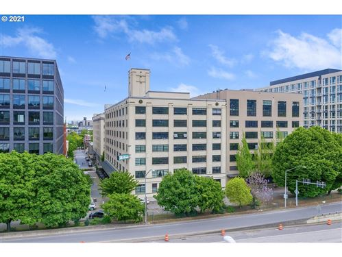 Photo of 1400 NW IRVING ST #306, Portland, OR 97209 (MLS # 21405084)