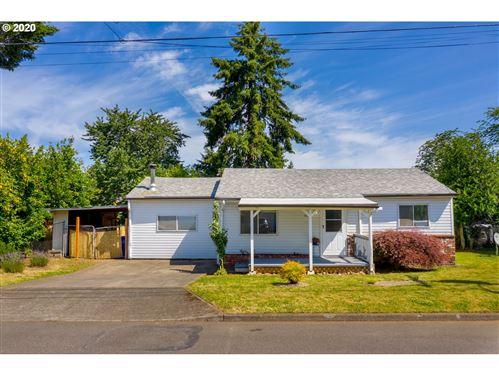 Photo of 11801 SE OAK ST, Portland, OR 97216 (MLS # 20660085)