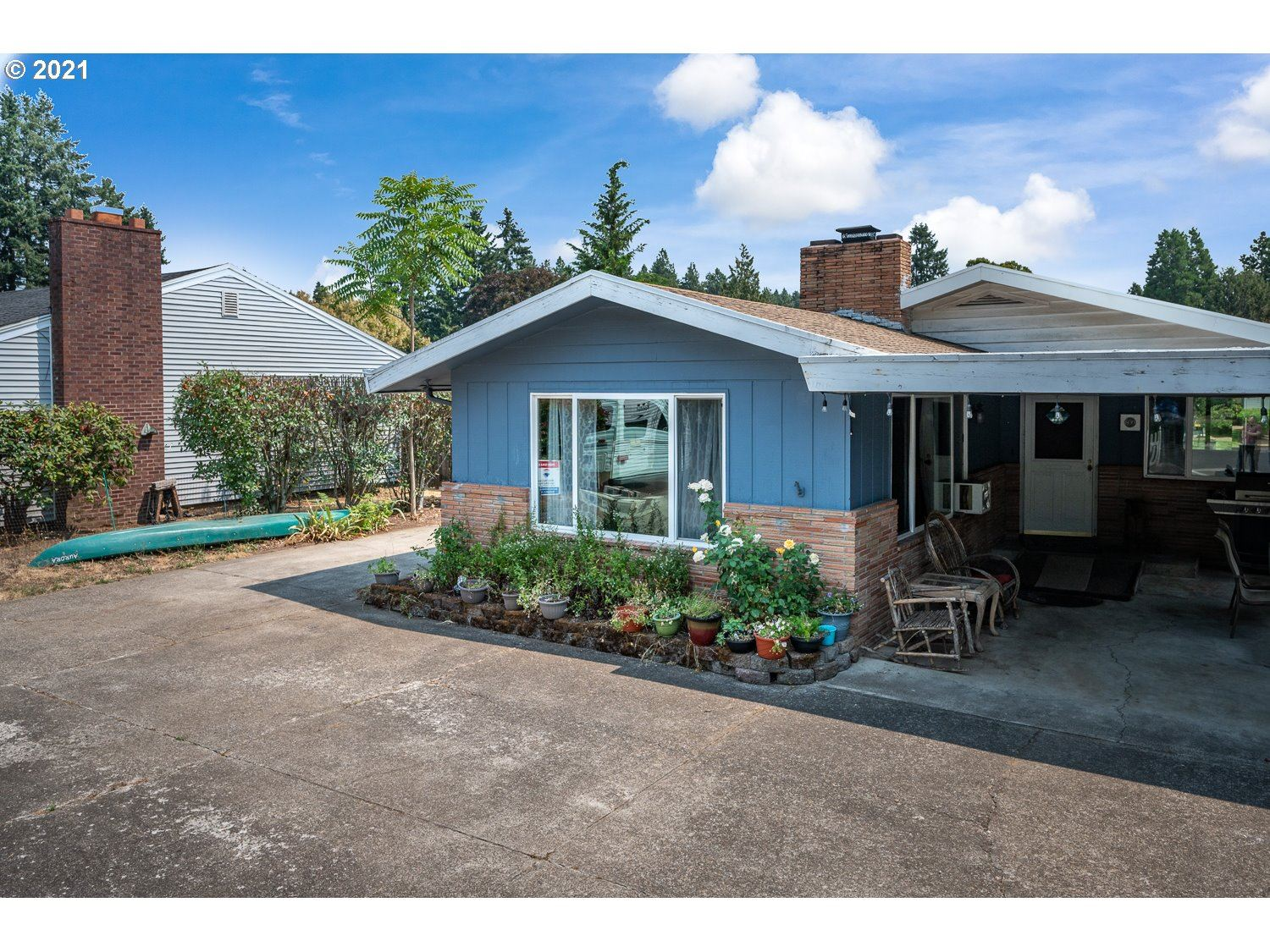 Photo of 600 N JUNIPER ST, Canby, OR 97013 (MLS # 21067089)