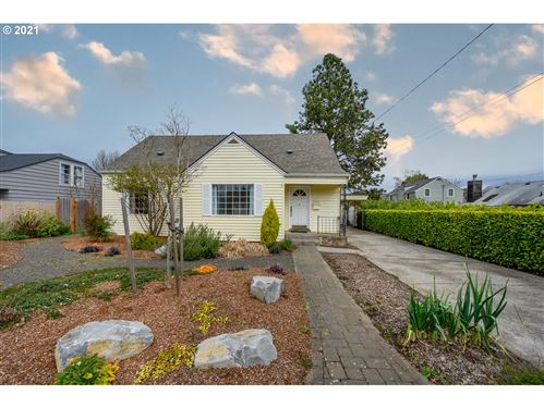 Photo of 643 NE 12TH ST, McMinnville, OR 97128 (MLS # 21270091)