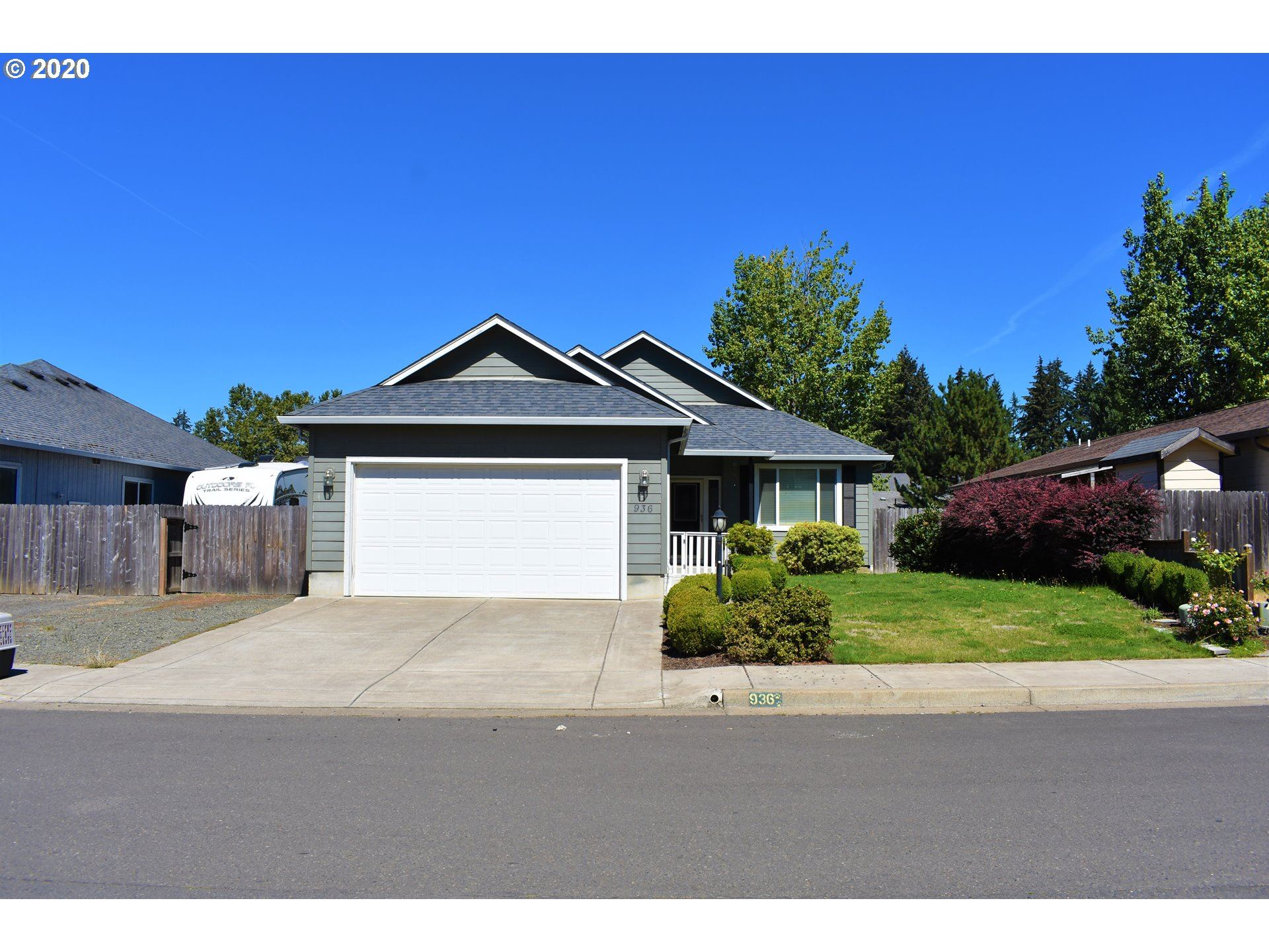 Photo for 936 ODOM LN, Creswell, OR 97426 (MLS # 20364091)
