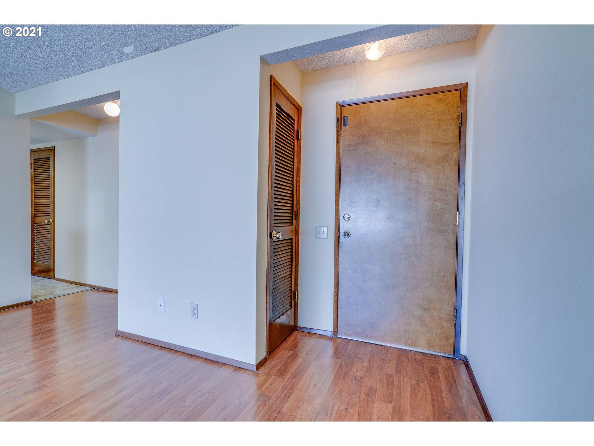 Photo of 10930 SW MEADOWBROOK DR #35, Tigard, OR 97224 (MLS # 21548094)