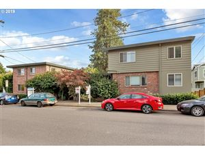 Photo of 908 SW GAINES ST 26 #26, Portland, OR 97239 (MLS # 19398099)
