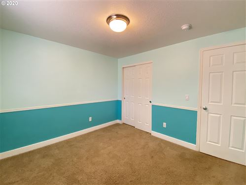 Tiny photo for 72 HONER LOOP, Creswell, OR 97426 (MLS # 20169099)