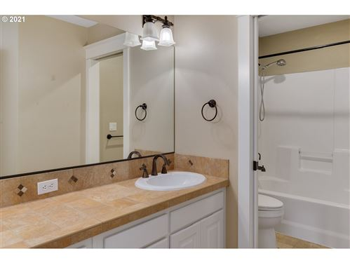 Tiny photo for 8044 SE TOWHEE CT, Milwaukie, OR 97267 (MLS # 21684100)