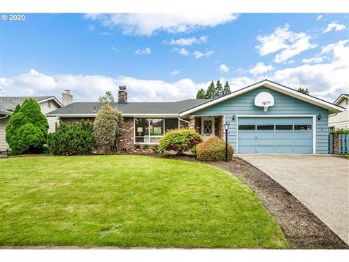 Photo of 518 ROAN DR, Eugene, OR 97401 (MLS # 20591104)