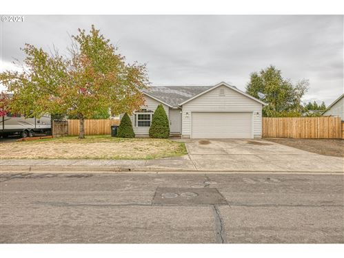 Photo of 970 W 17TH AVE, Junction City, OR 97448 (MLS # 21398105)
