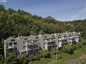 Photo of 5423 SW VIEW POINT TER, Portland, OR 97239 (MLS # 19381109)