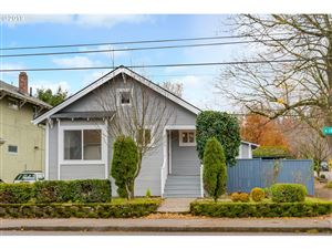 Photo of 3036 SE CESAR E CHAVEZ BLVD, Portland, OR 97202 (MLS # 19242114)