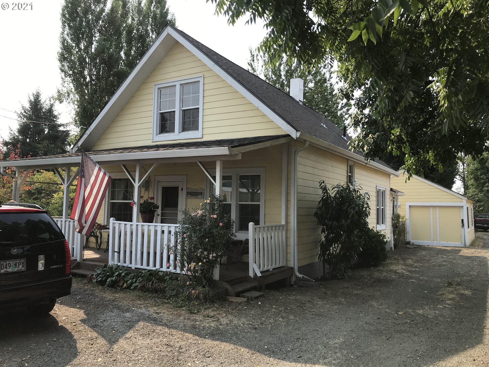 Photo of 1024 W MAIN ST, Sheridan, OR 97378 (MLS # 21376117)