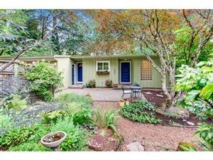 Photo of 10332 SW LANCASTER RD, Portland, OR 97219 (MLS # 19304119)