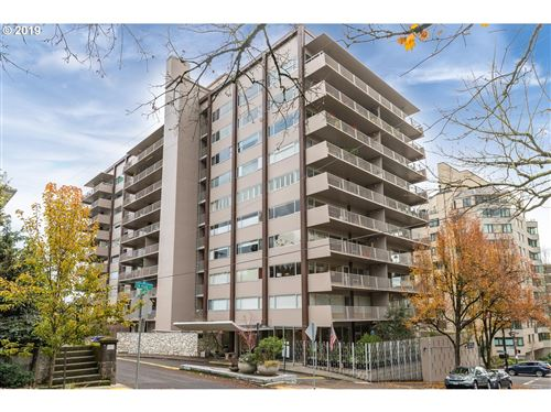 Photo of 2323 SW PARK PL #601, Portland, OR 97205 (MLS # 19325122)