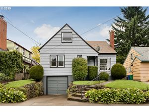 Photo of 1518 SE 58TH AVE, Portland, OR 97215 (MLS # 19042132)