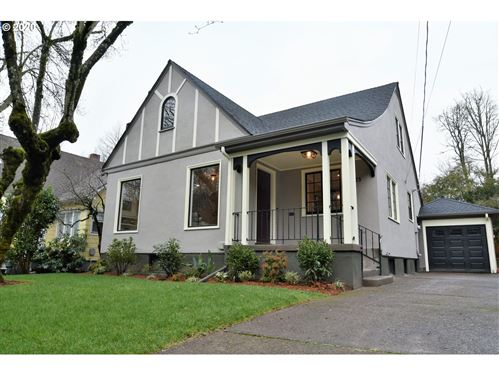 Photo of 3825 SE CARLTON ST, Portland, OR 97202 (MLS # 20092132)
