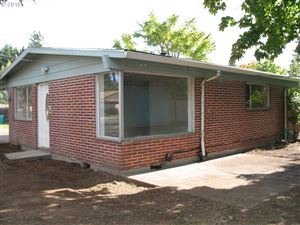 Photo of 10632 SE CORA ST, Portland, OR 97266 (MLS # 19620133)