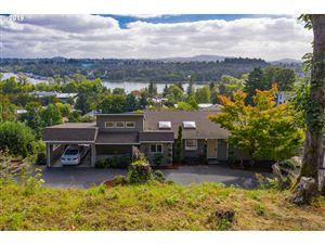 Photo of 7420 SW LAVIEW DR, Portland, OR 97219 (MLS # 19606139)