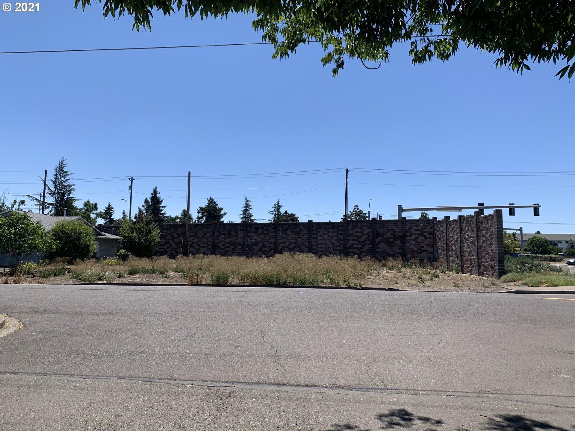 Photo of 2112 RAINIER RD, Woodburn, OR 97071 (MLS # 21642139)