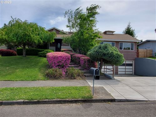 Photo of 14014 NE RUSSELL ST, Portland, OR 97230 (MLS # 20275140)