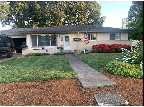 Photo of 310 GREENWOOD DR, Jefferson, OR 97352 (MLS # 21166146)
