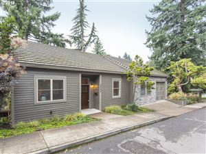 Photo of 2696 SW RAVENSVIEW DR, Portland, OR 97201 (MLS # 19484151)