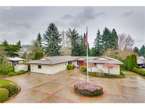 Photo of 2015 16TH ST, West Linn, OR 97068 (MLS # 20049151)