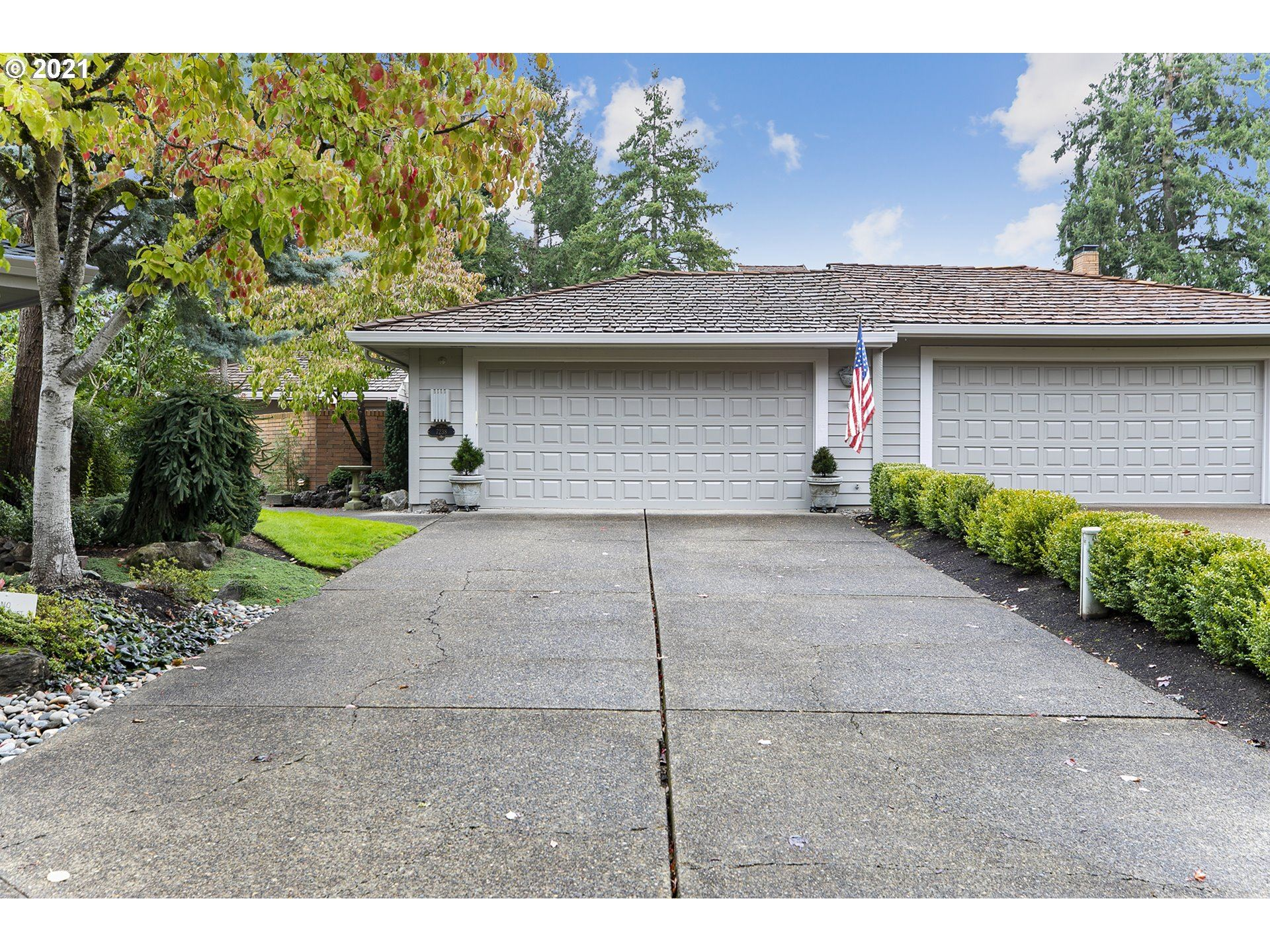 Photo of 7238 SW LAKE BLUFF CT, Wilsonville, OR 97070 (MLS # 21241152)