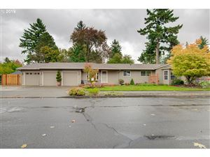 Photo of 1322 SE 114TH AVE, Portland, OR 97216 (MLS # 19331154)