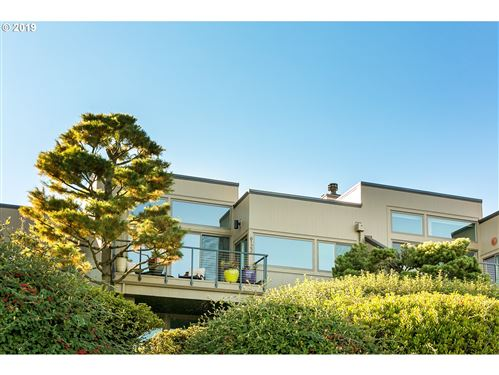 Photo of 6122 SW RIVERPOINT LN #17, Portland, OR 97239 (MLS # 19691154)