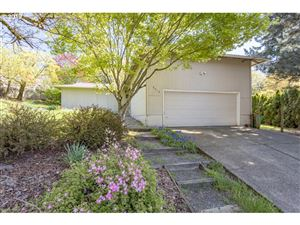 Photo of 9010 SW 8TH AVE, Portland, OR 97219 (MLS # 19133161)