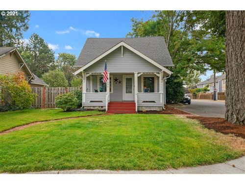Photo of 695 NW 3RD AVE, Canby, OR 97013 (MLS # 21650162)