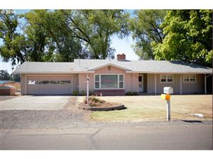 Photo of 5925 NW BIRCH AVE, Hillsboro, OR 97124 (MLS # 19576166)
