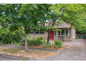 Photo of 6916 SE 85TH AVE, Portland, OR 97266 (MLS # 19418169)