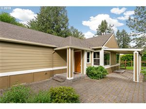 Photo of 840 SW MAPLECREST DR, Portland, OR 97219 (MLS # 19591173)