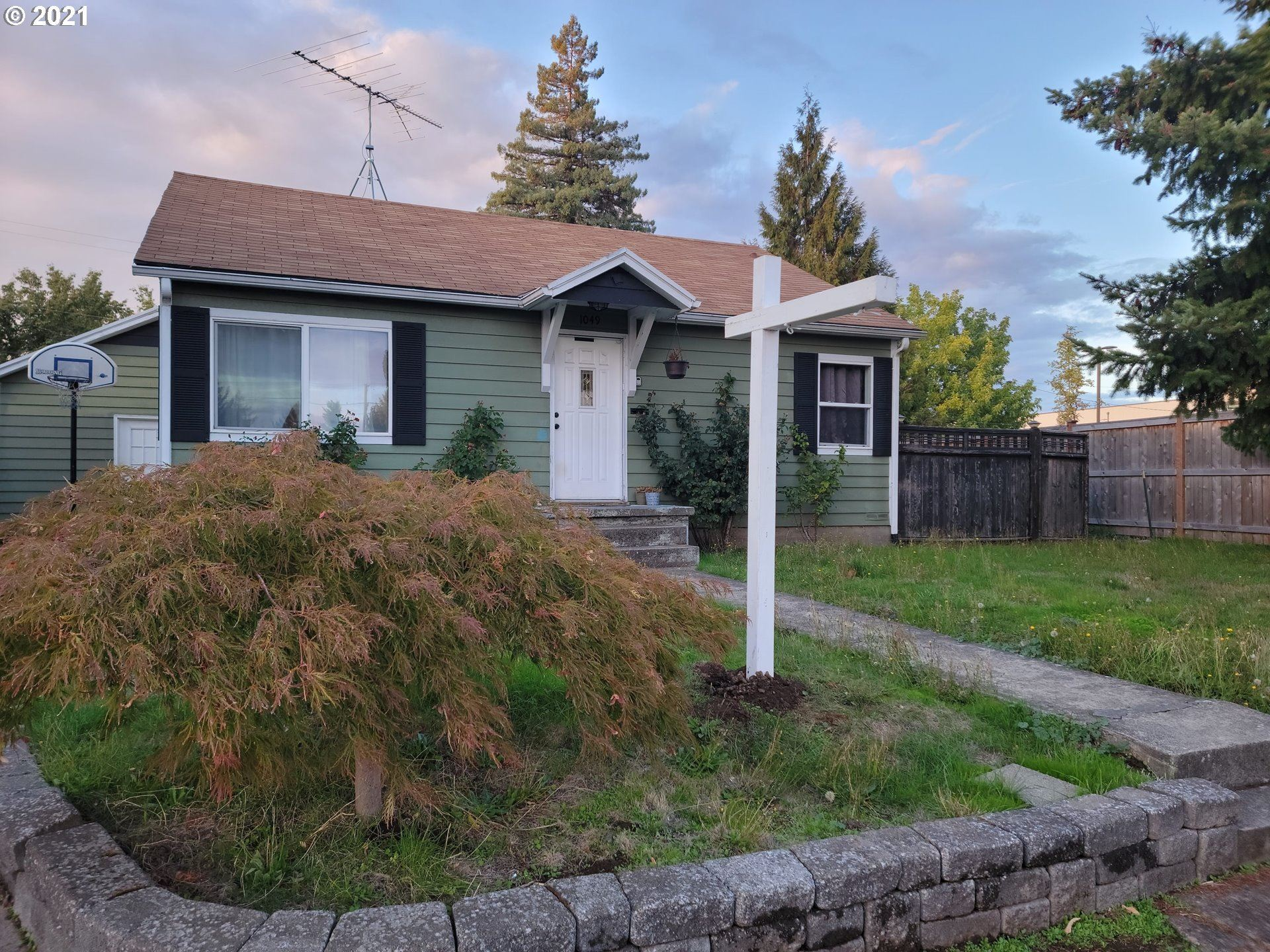Photo of 1049 2nd ST, Salem, OR 97304 (MLS # 21421180)