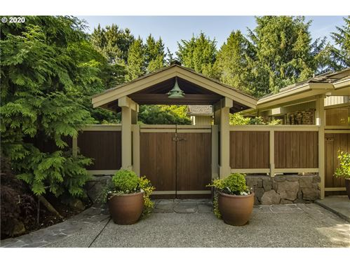 Photo of 4318 SW FAIRVIEW CIRCUS, Portland, OR 97221 (MLS # 19099181)