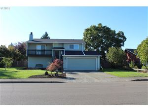 Photo of 1035 S ELM CT, Canby, OR 97013 (MLS # 19539184)