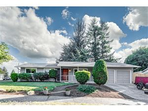 Photo of 625 NW CASCADE CT, Gresham, OR 97030 (MLS # 19391186)