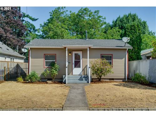 Photo of 5623 SE KNIGHT ST, Portland, OR 97206 (MLS # 21376186)