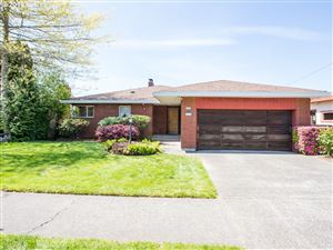 Photo of 6909 SW 11TH DR, Portland, OR 97219 (MLS # 19029189)