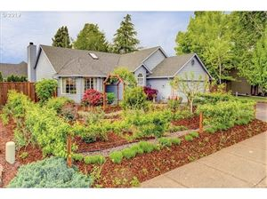 Photo of 447 SW WESTVIEW DR, McMinnville, OR 97128 (MLS # 19261193)