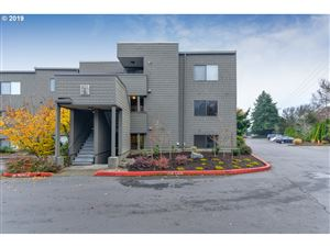 Photo of 5624 SW RIVERSIDE LN 13 #13, Portland, OR 97239 (MLS # 19346193)