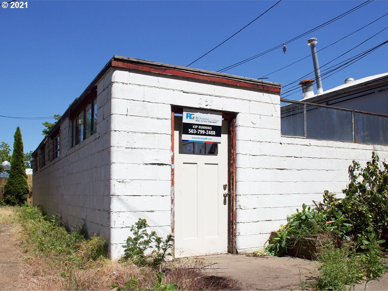 Photo of 255 W HAYES ST, Woodburn, OR 97071 (MLS # 21629193)