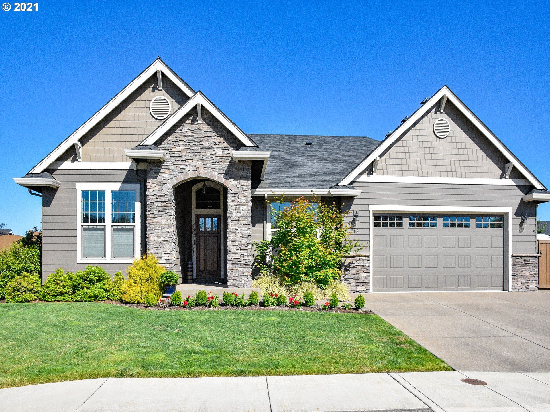 Photo for 149 BOBBY JONES AVE, Creswell, OR 97426 (MLS # 21610198)
