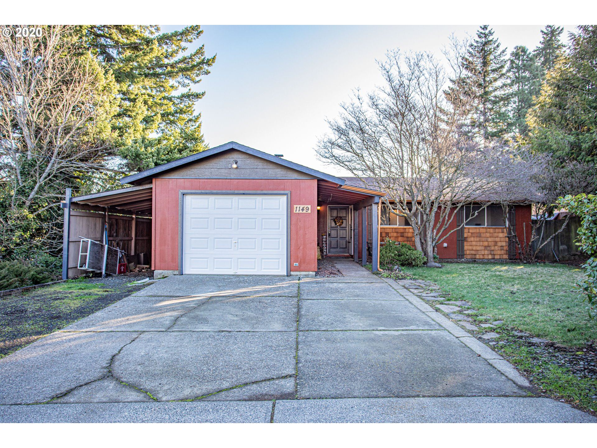 Photo of 1149 22ND ST, Hood River, OR 97031 (MLS # 20285204)