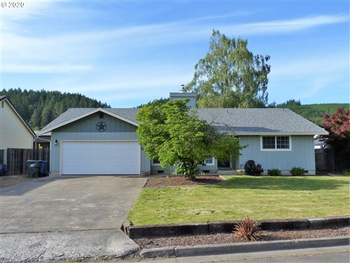Photo of 1735 JASPER AVE, Sutherlin, OR 97479 (MLS # 20186205)