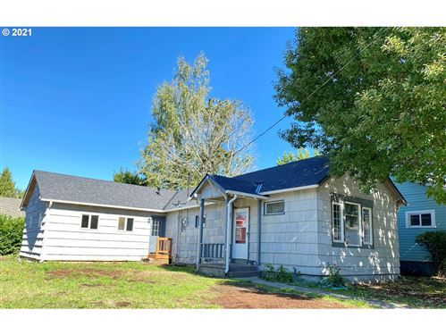 Photo of 4203 SE LIEBE ST, Portland, OR 97206 (MLS # 21500205)