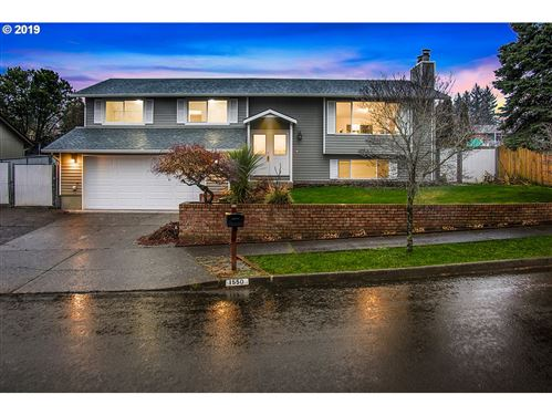 Photo of 1550 NW RIVERVIEW AVE, Gresham, OR 97030 (MLS # 19187210)
