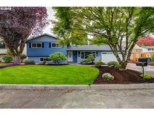 Photo of 3281 SE RIVIERE DR, Milwaukie, OR 97267 (MLS # 19029213)