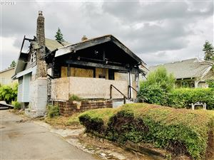 Photo of 7829 SE CARLTON ST, Portland, OR 97206 (MLS # 19355217)